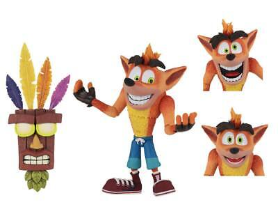 Neca Crash Bandicoot Ultra Deluxe Action Figure Crash con Aku Aku Mask 14 cm