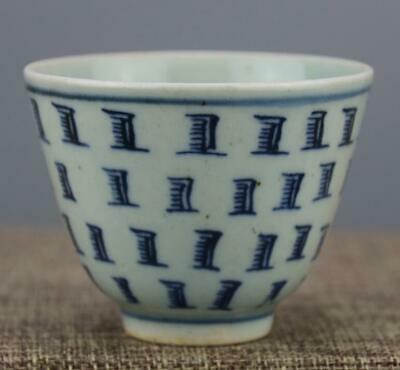 chinese old handmade Blue and white porcelain Kung fu cup  0436