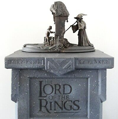 Lotr Sideshow Weta Houghton Mifflin Company Bookend Display Stand Baggins Statue