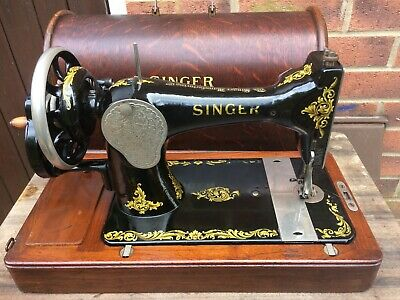 1919  Antique Singer 128K Handcrank Sewing machine with Rococo decals,