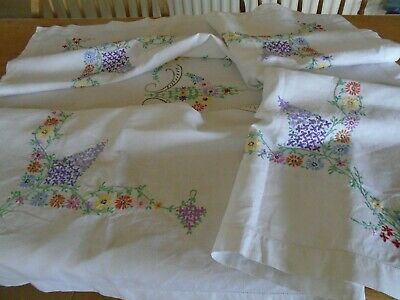 VINTAGE  HAND EMBROIDERED  IRISH LINEN TABLECLOTH - LOADS OF DETAIL - 50 ins SQ