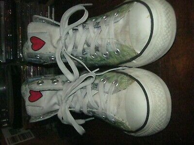 Converse High Top Sneaker All Stars Love Note Print size 6 Great condition!