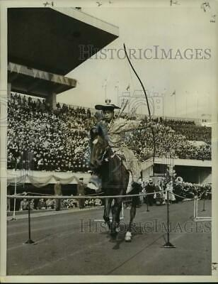 1958 Press Photo Japanese Archer on Horseback at Rice Bowl in Tokyo - nox33597