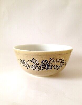 Pyrex Homestead Pattern Mixing Bowl c.1970s
