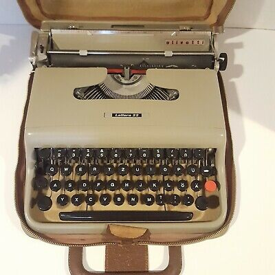 Vintage Olivetti Lettera 22 Manual Portable Typewriter With Case Italy Italian