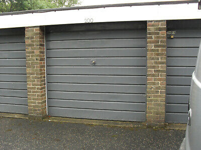Garage For rent  / sale in  Bromley