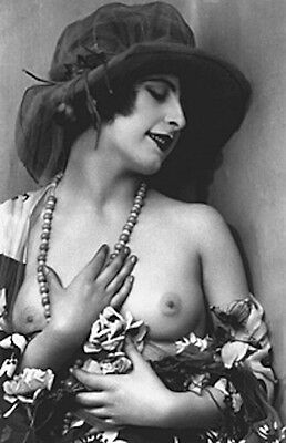 VINTAGE FRENCH NUDE BIG HAT CLASSY WOMAN 1910s FINE BREASTS REPRINT PHOTO