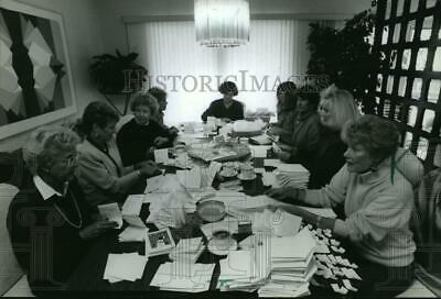 1994 Press Photo Volunteers package holiday cards for the Boys & Girls Club sale