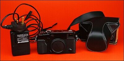 FUJIFILM X-Pro1 Mirrorless Fuji Camera Sold With Battery & Charger & Case