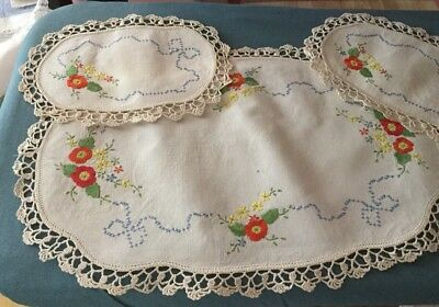 Vintage Hand Embroidered Doiley/Duchess Set Flowers & Bows with Crocheted Edges.