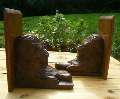 A LARGE PAIR CARVED WOODEN OAK LION BOOKENDS WALL BRACKET CLOCK SHELF 19th c