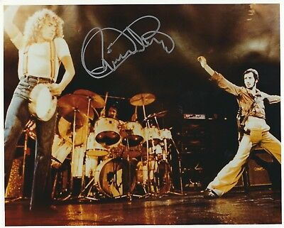 ROGER DALTREY - THE WHO -  SIGNED 8x10 PHOTO - UACC & AFTAL RD AUTOGRAPH