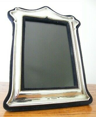 """A HALLMARKED BIRMINGHAM 1982 SOLID SILVER PHOTO PICTURE FRAME 7.75"""" x 6"""""""