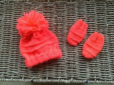 Brand New Hand Knit Bright Coral Newborn Baby Girls Pom Pom Hat And Mittens Set
