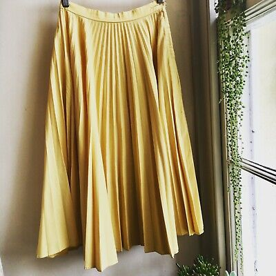 Vintage 1950's pleated pleaset fabric skirt by Gay sportswear size 8