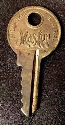 VINTAGE MASTER LOCK CO. Key Short Small  padlock lock Brass Key  E 100
