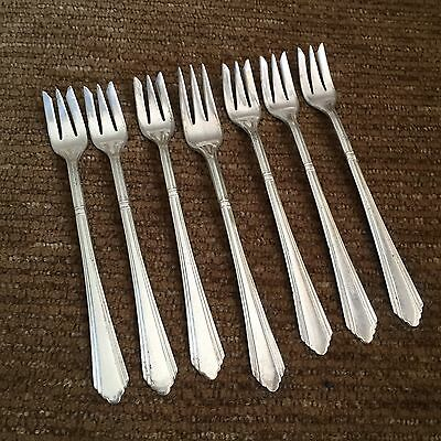 International - WILSHIRE 1933 - 7pc. Silverplate Seafood Cocktail Forks