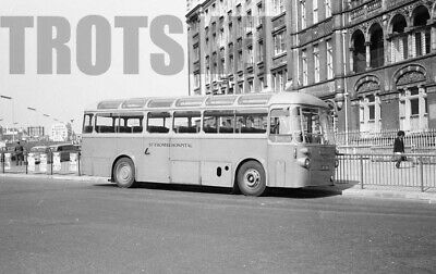 PHOTO London Country AEC Regent RT3461 LYR880 at West Croydon in 1973
