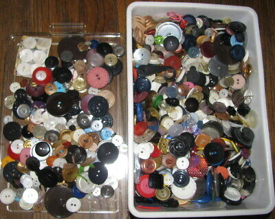 VINTAGE BUTTONS 4 lbs MULTI COLOR SEWING CRAFT SAVED BY A SEAMSTRESS MOST 2 HOLE
