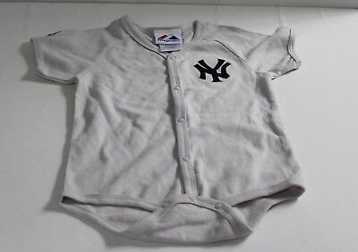 MLB New York Yankees Majestic Infant 18 Months Gray One Piece