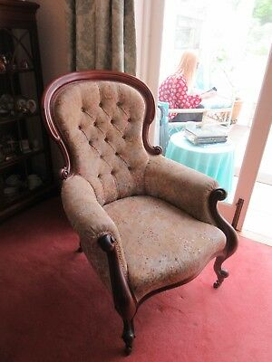 Quality Elegant Victorian Carved Buttoned Spoon Backed Fireside Chair