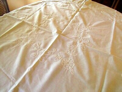 """Vtg White Cotton Embroidered Tablecloth With Scalloped Borders 40"""" Sq (T!2)"""