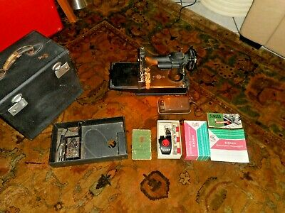 SINGER 221 Featherweight Sewing Machine 1941 w/zig zagger case/key needs belt