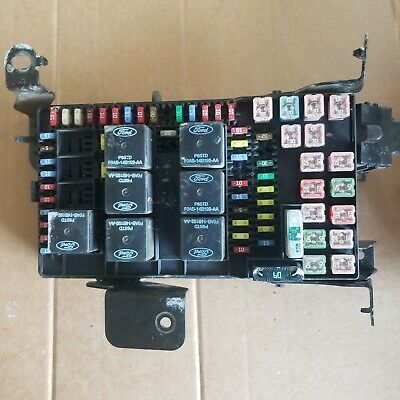 2002 - 2004 Ford F-250 / Excursion Fuse Box Relay Power Block 2C7T-14A067-An
