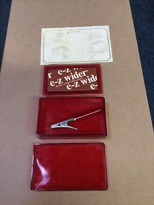 Red E-z wider Hi Flyer Rolling Papers 1 Cigarette Roach Clips  Rare Made In USA