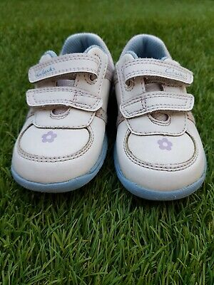 Girls Trainers Leather Shoes from CLARKS. Size UK 5F. Used Condition