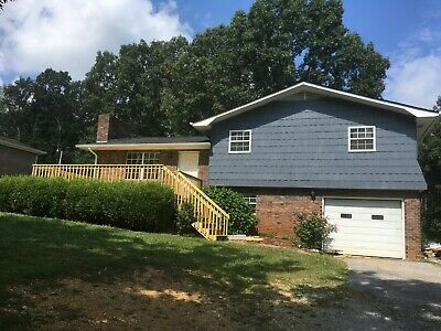3 bedroom 2 bath house 1 mile from the Marina