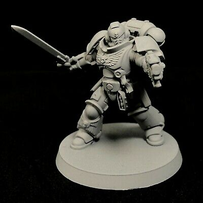 Warhammer 40K - Primed Space Marines Primaris Lieutenant in Phobos Armour (A)