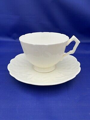 Vintage Aynsley Tulip Tea Cup And Saucer Made In England Unusually Large