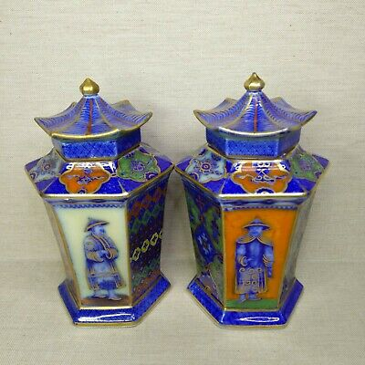 Antique A pair of Chinese porcelain vases, 19th-20th century.