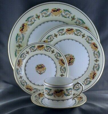 Aynsley Banquet 5 piece Place Setting Pristine