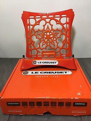 Le Creuset Cast Iorn Cookbook Stand, Flame Orange, New in Box MSRP $160