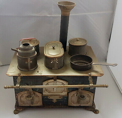 Antique early 1900s German Tinplate Childs/Salesman sample stove and utensils