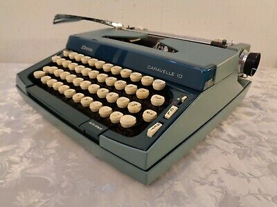 Vintage JC Penney Caravelle 10 Manual Typewriter With Hard Case 2 Tone Blue