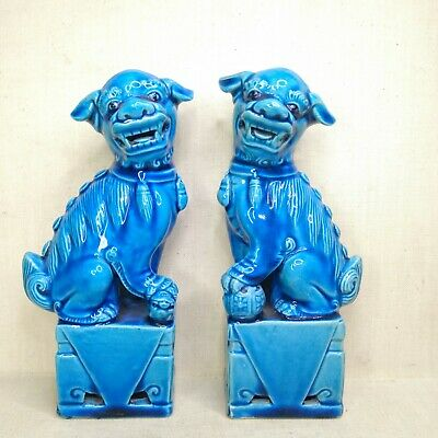 Vintage A pair of Chinese porcelain figurines, 19th-20th century.