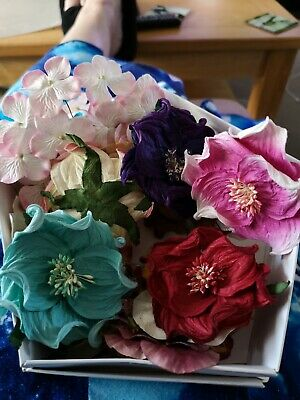 Floriana Flowe Box, Beautiful Paper Flowers & Leaves For Card Making. BN