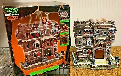 Lemax Spooky Town 2002 CASTLE ON SPOOKY HILL (#25661A) RETIRED Works