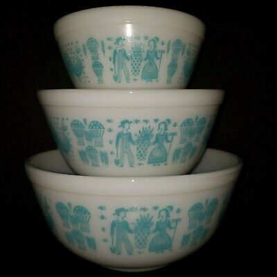 Pyrex Butterprint White & Turquoise 3 Piece Mixing Bowl Set of 3 With Box