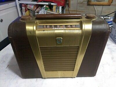 1948 POST WW2 Vintage Crosley AM Radio ALLIGATOR PATTERN Leather Model 9-302 !!