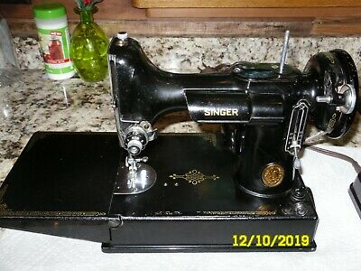 SINGER Featherweight Sewing Machine,Case and Accessories