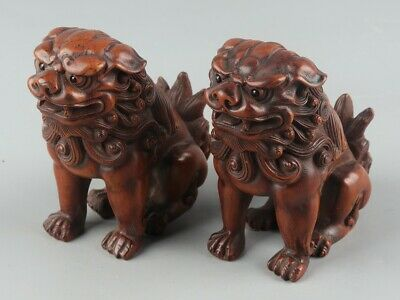 Chinese Exquisite Hand carved lion Carving Boxwood statue 2pcs