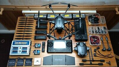 Yuneec Typhoon H Pro, 4+2 Batteries, Multicharger, 2 controllers, EXTRAS, SPARES