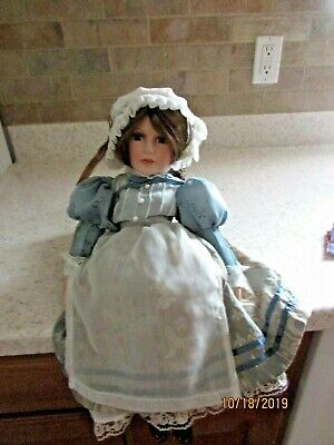 Heritage Signature Collection Betsy Ross Porcelain Doll W/13 Star Am. Flag & COA