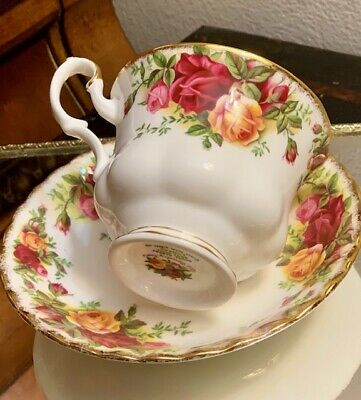 Vintage Royal Albert Old Country Roses Bone China 1962 Tea Cup & Saucer England