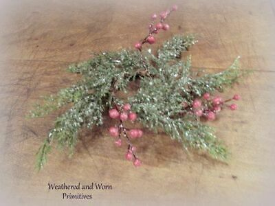 """Primitive Country Icy Cedar & Red Berry Christmas 10"""" Candle Ring 2"""" Opening"""