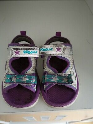 Clarks Doodles Girls Purple And White Sandals Shoes Size 4 Infant